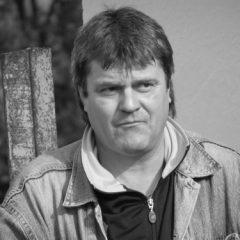 Editorial, Alin Cordoș: Scriem tot mai mult despre morți, morții ei de viață!