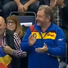 Radu Moldovan aplaudă, din tribună, victoria României cu Angola!
