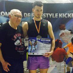 VIDEO: Avem campion național la kickboxing – Ionuț Scurtu, antrenat de Sebastian Arjoca!
