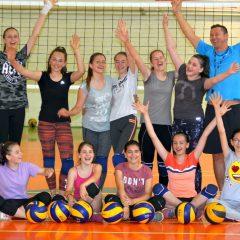 Ele sunt speranțele voleiului bistrițean! Pro Volei, singura formație de fete din județul Bistrița-Năsăud! (Foto/ Video)