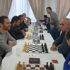 """Șah: Oaspeți din Franța la Memorialul """"Alexandru Vrăjmaș""""! Record de participanți la ediția din acest an"""