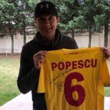 Licitează pentru tricoul lui Gică Popescu și împarte bucurie!