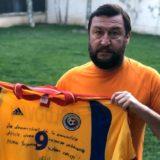 Aproape 1000 de euro pe un tricou și 10 mingi de la Sănmărtean! Viorel Moldovan împarte și el bucurie!